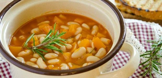 La zuppa di zucca e fagioli