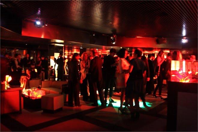 La movida milanese 1 discoteche e pub per le tue notti for Armani club milano