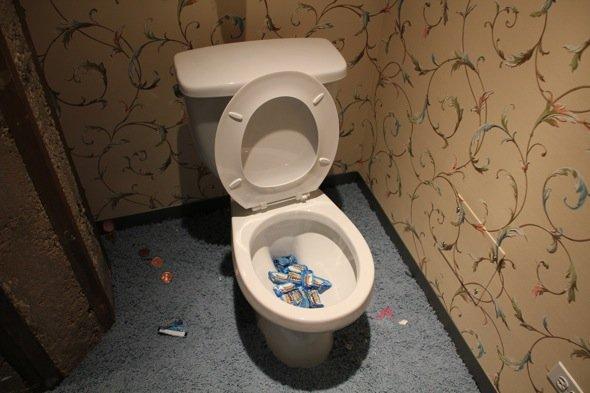 I 10 comandamenti dl coinquilino: toilet edition