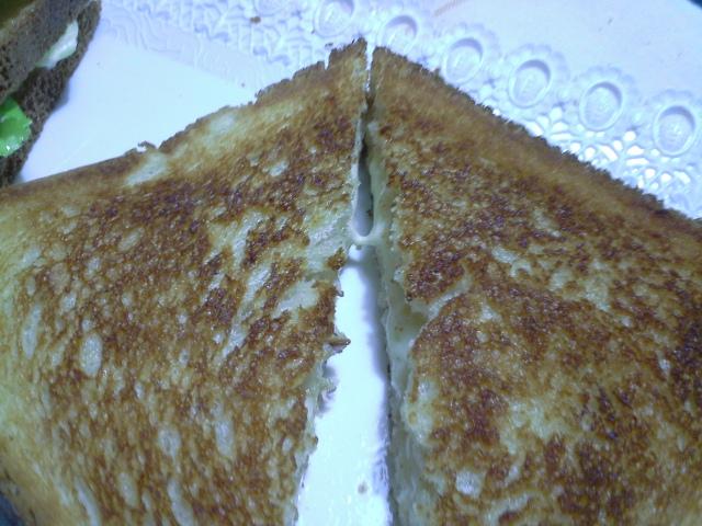Pane, dispensa e fantasia: ovvero, come farcire una normale serata casalinga (astenersi salutisti)