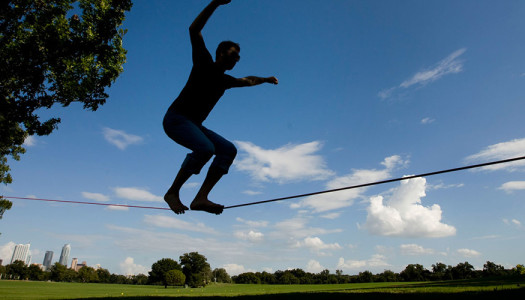 Guida allo slacklining, senza rischiare la vita