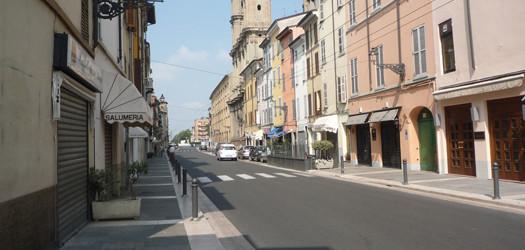 Proteste a Parma: polemiche sulla chiusura di via D'Azeglio